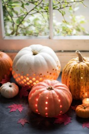 http://www.100layercake.com/blog/2015/10/26/15-unique-ways-to-incorporate-pumpkins-in-your-wedding/